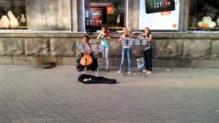 Allmoldova: Юные уличные музыканты растрогали горожан в Кишиневе