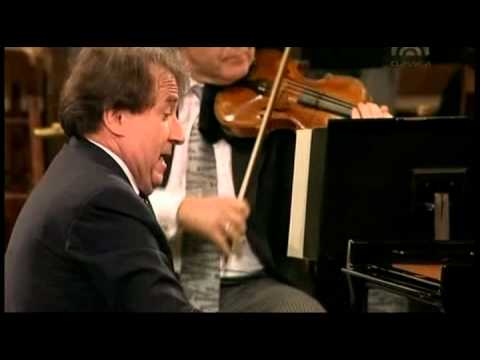 Mozart, Piano Concert Nr  22 Es Dur KV 482   Rudolf Buchbinder Piano & Conducter, Wiener Phi