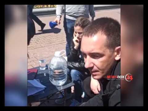 Хабаровские сироты перед «Белым домом» устроили голодовку