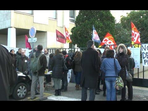 Les agents des impôts en grève à Carcassonne :