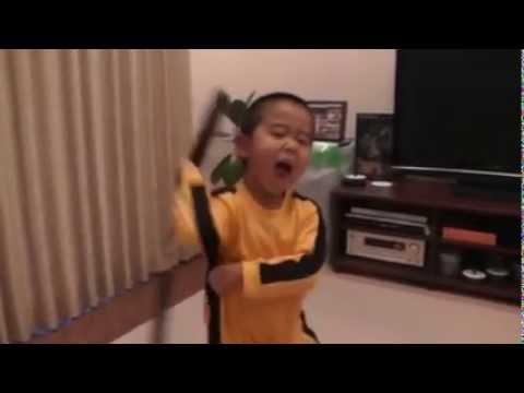 4 year-old replicates Bruce Lee's nunchaku skills