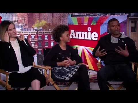 Jamie Foxx, Quvenzhane Wallis and Rose Byrne sing the 'Annie' theme