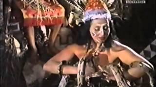 Luz del Fuego dançando com suas cobras