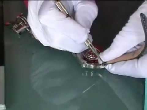 enlever bracelet cuir montre