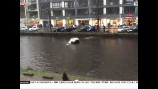 mother n baby drowning/ saved from river amsterdam