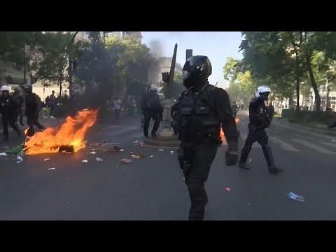 شاهد: مواجهات بين الشرطة ومتظاهرين من السترات الصفراء في العاصمة باريس…  - نشر قبل 14 ساعة