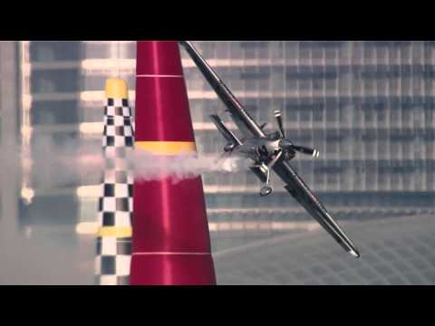 Perfect skies for Red Bull Air Race: Abu Dhabi 2014