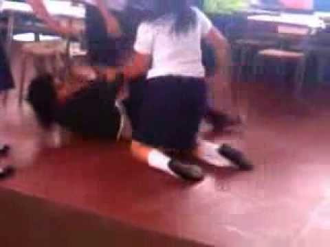 Resultado de imagen para Dos alumnas peleando