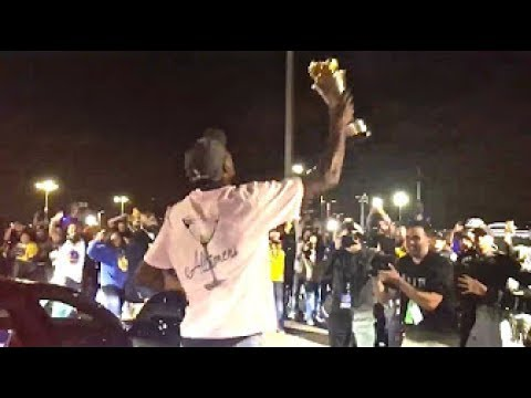 NBA FINALS MVP KEVIN DURANT GETS OUT OF HIS CAR TO CELEBRATE WITH WARRIORS FANS