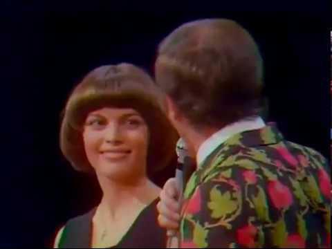 Mireille Mathieu et Charles Aznavour chantent BRASSENS