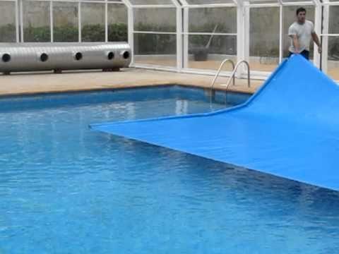 Manta termica piscina automatica cierre youtube for Manta termica piscina