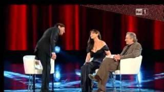 Monica BELLUCCI e Robert DE NIRO - SAN REMO 2011 - 18_02_2011 [www.keepvid.com].flv