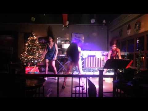 Roxbury Bistro & pub D'Musique (Bad Romance)
