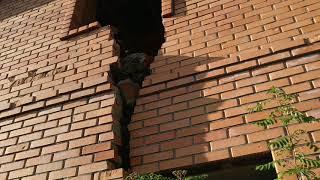 Стройхлам, рухнул дом на Новорижском шоссе, нарушены все нормы строительства, дом под снос