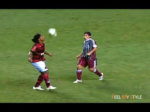 Ronaldinho's Favorite skills & Tricks ►...