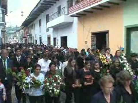 Latino hate crime in NY : Nov. 19, 2008 : NTV Report on Marcelo Lucero's  funeral in Ecuador.