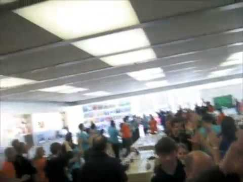 Friendly Center Apple Store Opening