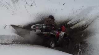 Покатушки на квадроциклах в снегу(Зимние пробы пройти трассу под