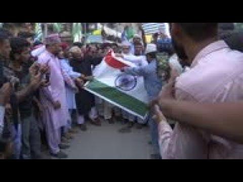 Pakistan's Sunni Tehreek party stage Kashmir protest