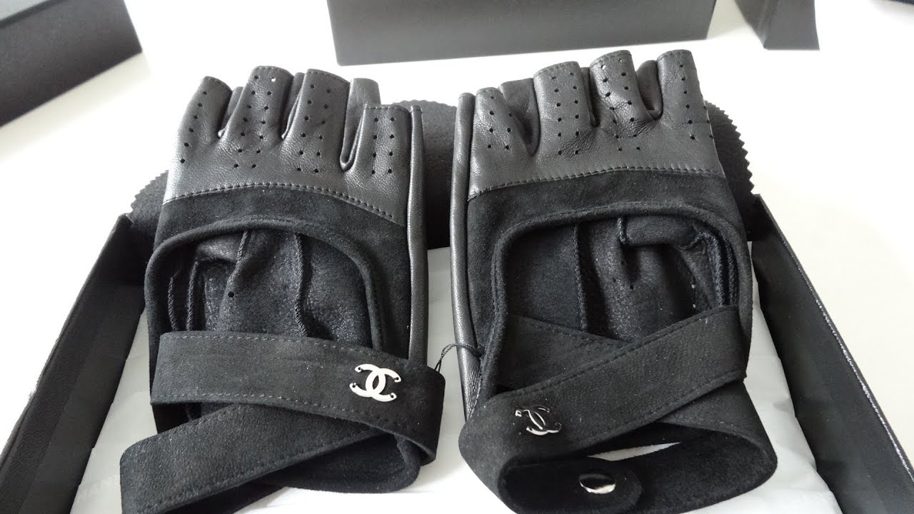 Mens gloves no fingers -  Sold Chanel Gloves Fingerless Driver Gloves Lamb Leather Tweed Rare Ss13 Collection Runway Youtube