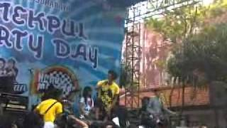 "FUN FUN FOR ME @SMK N 10 SURABAYA ""BEAUTIFUL CHERYBELLE (FFFM COVER)"".mp4"