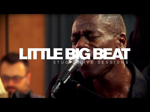 ROACHFORD - SOMETHING BEAUTIFUL - Studio Live Sessions - (official)