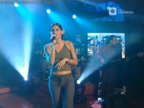 Nelly Furtado - I'm Like A Bird (Live @ Harald Schmidt Show)