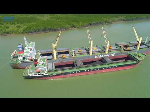 Stevedore working on vessel GERTRUDE OLDENDORFF for discharging coal