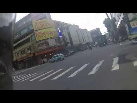 防禦性駕駛_綠燈起步仍需注意左右惡性違規來車