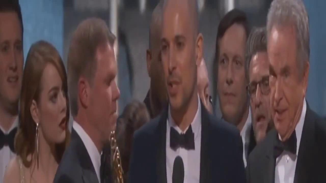 Oscar Mistake  Warren Beatty and Faye Dunaway   La La Land For Best Picture Instead Of Moonlight