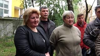 Жителі з Хлібної таки погодилися на вирубку дерев, але МАФу – зась!