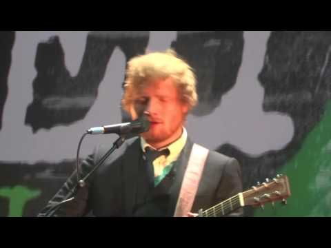 Ed Sheeran performing Bloodstream at the Jumpers for Goalposts Premier 22/10/2015