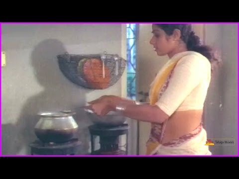 Sridevi Cooking Food For Kamal Hassan And Friends - Aakali Rajyam Telugu Movie Scene