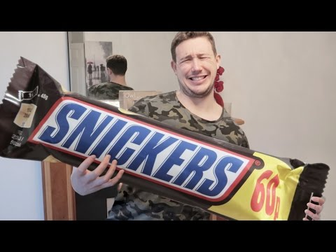 BIGGEST SNICKERS IN THE WORLD *NUT ALLERGY* (CLOSED THROAT ALMOST KILLED ME)