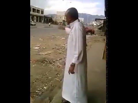 فيديو: مواطن يفضح الرئيس المخلوع في أحد شوارع اليمن