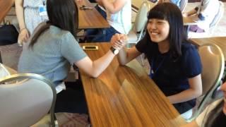 9月8日に開催される学園祭の腕相撲大会の出場者を決めるクラス予選の様...