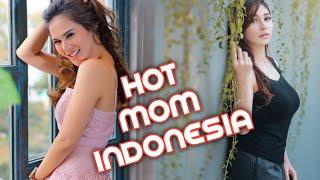 WULAN GURITNO INILAH ARTIS CANTIK INDONESIA YANG DAPAT JULUKAN HOT MOM