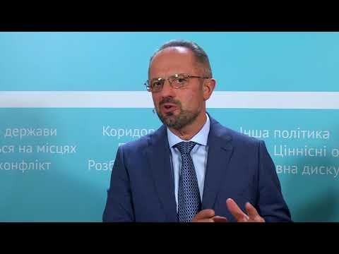 NOVOSTISMART: «Якої ми хочемо України», - вінничани дискутували з Безсмертним про війну, корупцію та економіку
