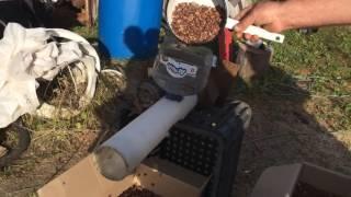 Аппарат который чистит кедровые орехи от шелухи! Мой папа изобретатель!
