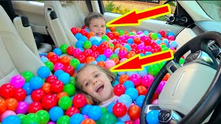 Katy y Max llenaron el auto de papá con pelotas