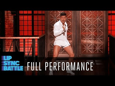 "Ricky Martin Performs ""Old Time Rock and Roll"" by Bob Seger 