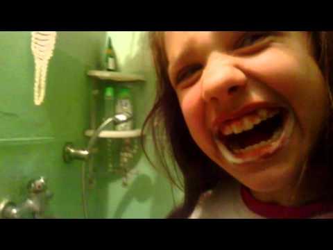 Я чищу зубы пастой со фтором для укрепления зубов