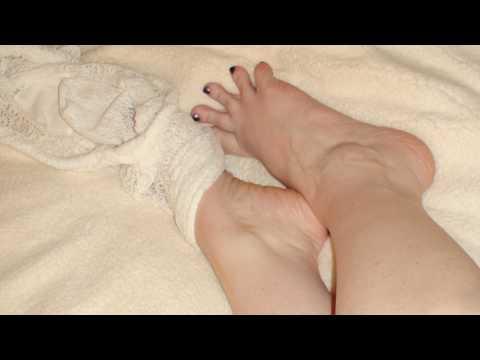 Как избавиться от мокрых и сухих мозолей на ногах