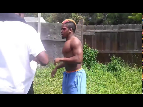 Street Fighter VS Prof MMA Fighter - Best Street Fight Ever