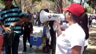 Poniendo orden en la cola del Funeral de Hugo Chávez