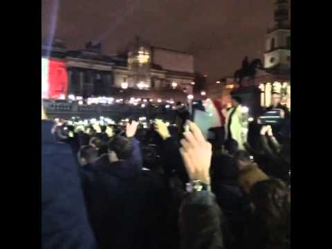 PAris : Minute of silence as people hold their phones aloft