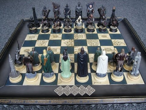 Шахматные войны. Сразитесь с лучшими шахматистами по всему миру в шахматных войнах — новой бесплатной игре в шахматы, доступной в магазине приложений. Вас ждут эпические битвы с захватывающими графическими 3d-эффектами и наборами анимированных шахматных фигур в стиле.