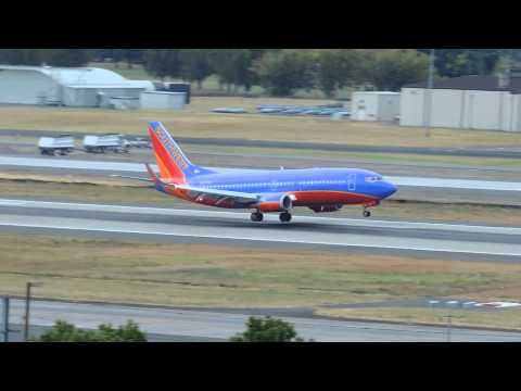 Southwest Airlines Boeing 737-300 [N627SW] landing in PDX