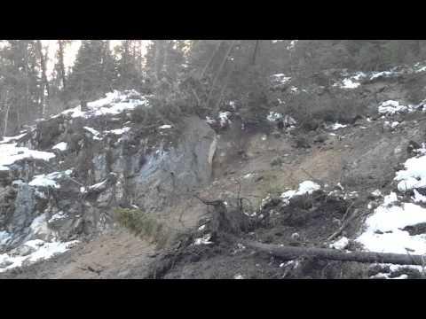 Small rockslide turns into massive landslide