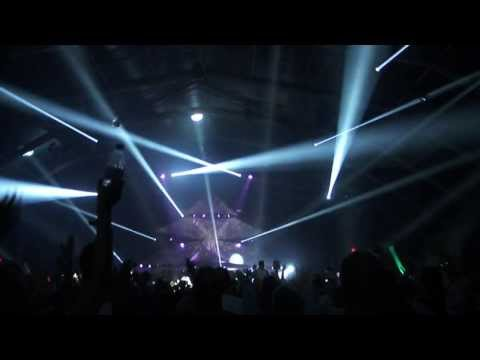 Calvin Harris - Spectrum (Say My Name) LIVE Weekend Festival 2013